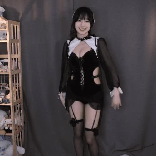 Watch and share 수련수련 수녀 코스프레 GIFs on Gfycat