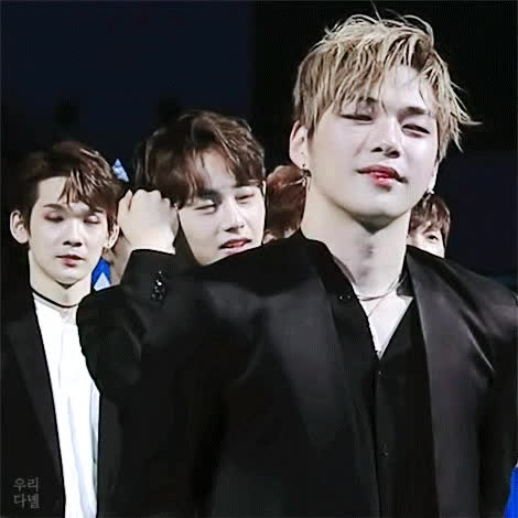 Zha   KANG THIGH - PLEASEEEEEE DONT PLAYING WITH YOUR FUCKING TONGUE 😭😭😭  #PRODUCE101 #강다니엘 GIFs