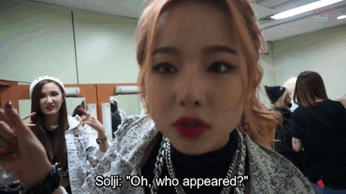 EXID, LE, LE's really so cute at the back, Solji, comeback sketch, exidmoments, squish squish, unnies, Solji amusing herself(:original vid: EXID_OFFICIAL GIFs