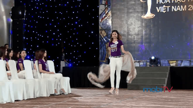 Múa lụa, đeo cánh thí sinh HHHV Việt Nam 2017 nghĩ mình đang diễn Victorias Secret, thi Miss Teen?