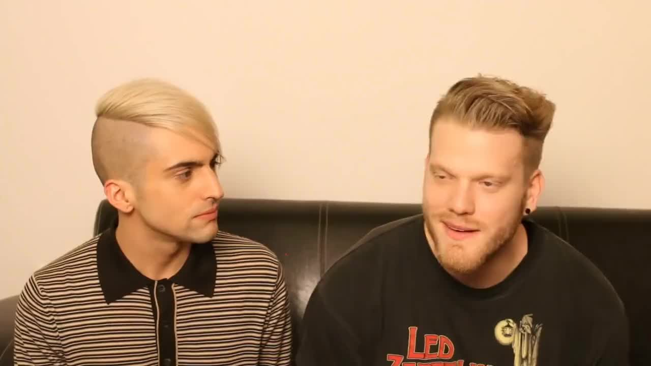 Blue, Burping, Heres, Hoying, Weekly, anything, burp, dont, else, everyone, fcute, fruit, good, grassi, listen, mitch, obsessions, scott, super, superfruit, Scomiche ewww GIFs