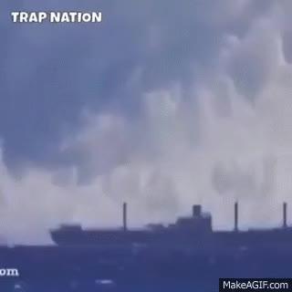 Watch and share Gordo Provoca Tsunami GIFs on Gfycat