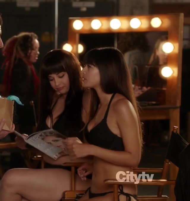 Watch and share Hannah Simone In 'New Girl' [S01E09] GIFs by patel on Gfycat