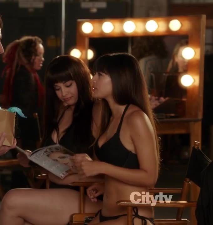 celebrityarmpits, watchitfortheplot, Hannah Simone in 'New Girl' [S01E09] GIFs
