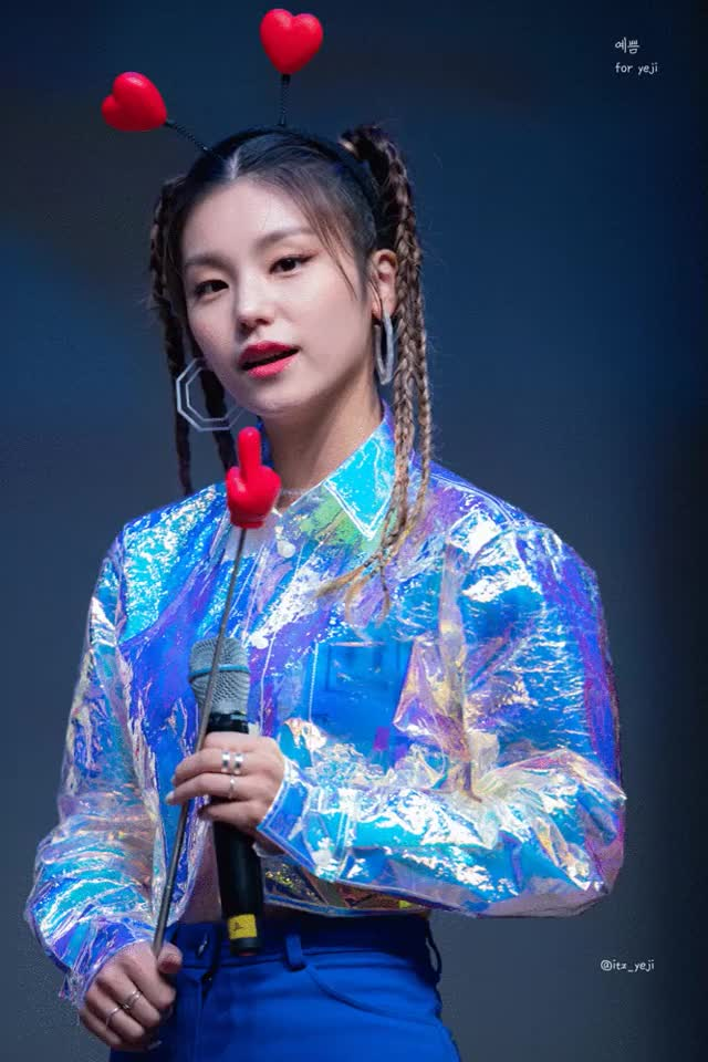 Watch and share Itzy GIFs and Yeji GIFs by jacob on Gfycat