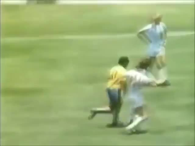 Watch Brasil 1970 GIF on Gfycat. Discover more 1970 FIFA World Cup (Football World Cup), Brazil At The 1970 FIFA World Cup, Brazil National Football Team (Football Team), Carlos Alberto Torres (Football Player), Clodoaldo (Football Player), Félix Miélli Venerando (Football Player), Jairzinho (Football Player), Pelé (Football Player), Roberto Rivelino (Football Player), Tostão (Football Player) GIFs on Gfycat