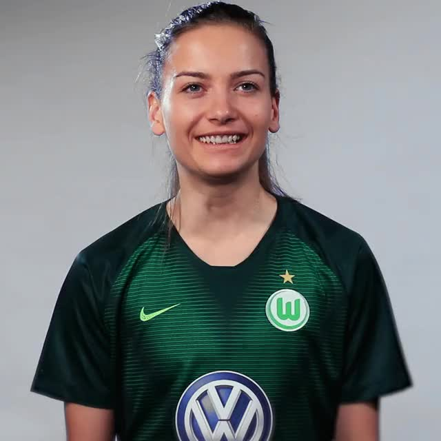 Watch and share Joelle Wedemeyer - No Idea GIFs by VfL Wolfsburg on Gfycat