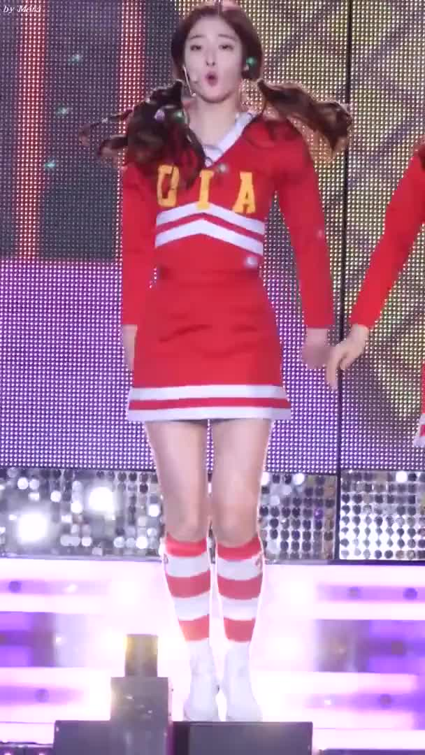 Watch and share Eunjin GIFs and Dia GIFs by enter_text_here on Gfycat