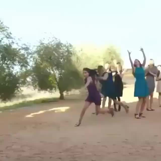 athletic, bouquet, dress, emily ratajkowski, gifs, marriage, wedding, When you not playing about your 2016 marriage goals (via Garner Style on Facebook) GIFs