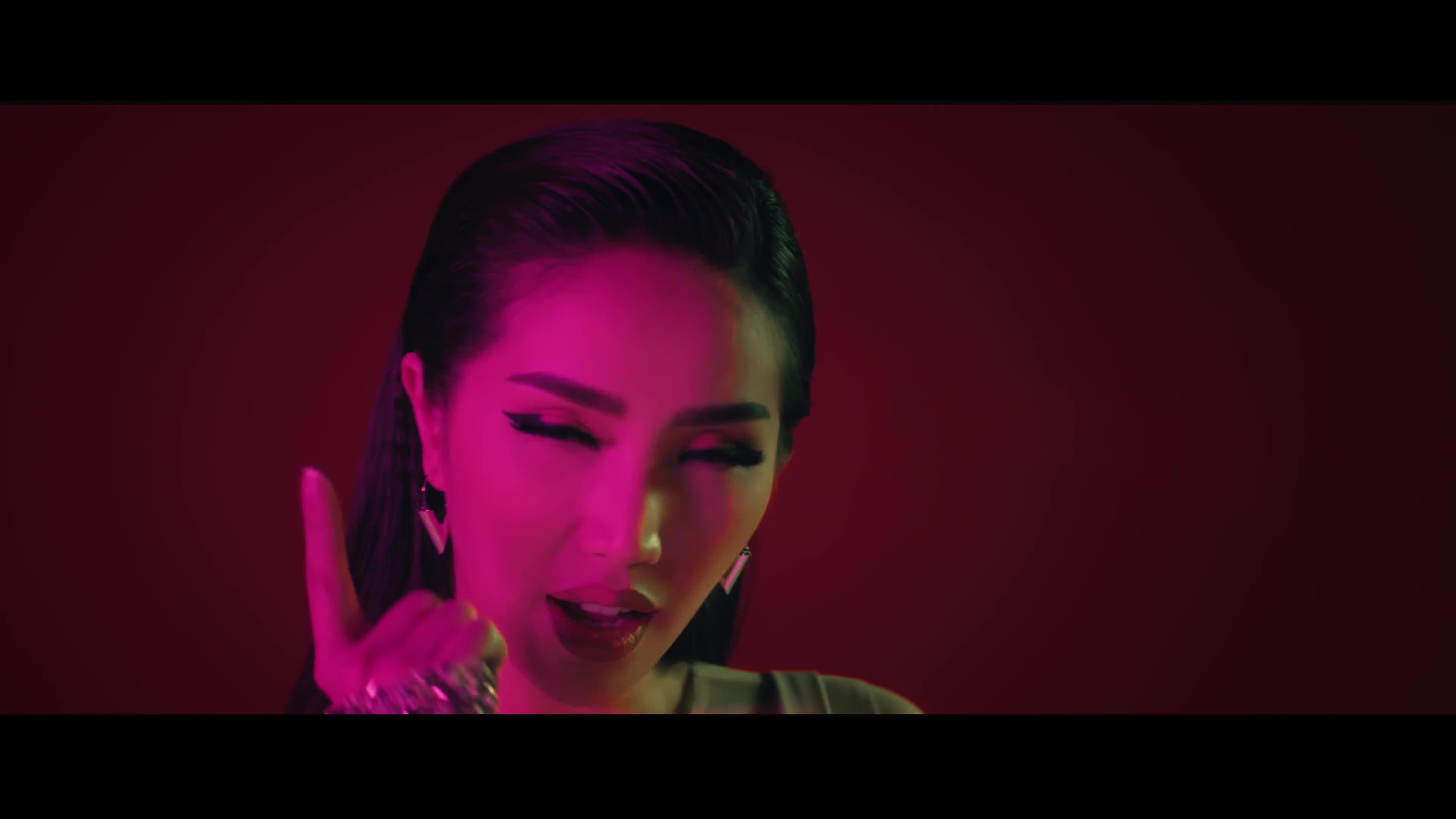 Cuối cùng Bảo Thy cũng chịu sexy, chiều lòng fan với loạt trang phục ấn tượng trong MV mới ảnh 7