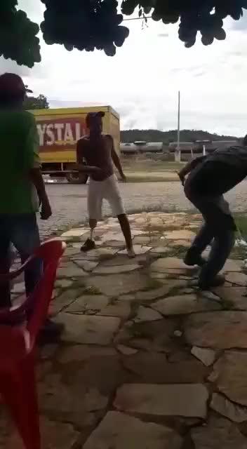 Watch and share No Carnaval Sempre Tem Briga... Então Bora Ficar Atentos Galera... GIFs on Gfycat