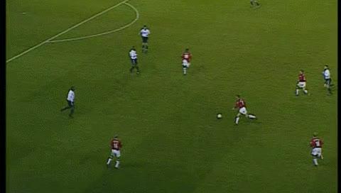 Watch and share Nicky Butt. Derby - MU. 25.11.2000 GIFs by fatalali on Gfycat