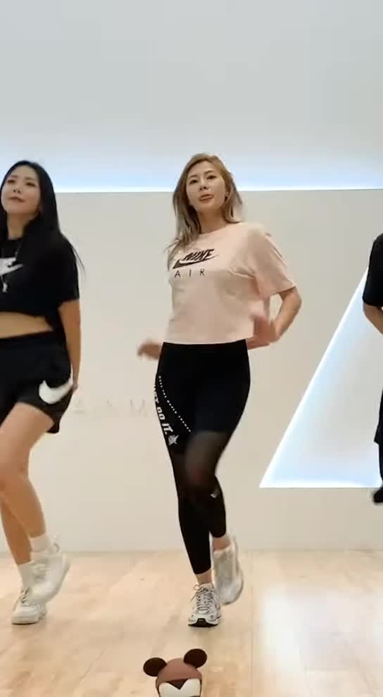 OH HAYOUNG(오하영) Don't Make Me Laugh DANCE SPOILER1 GIFs