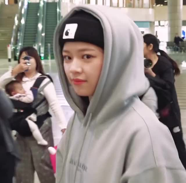 Watch and share Jeongyeon GIFs and Twice GIFs by Mute ㋡ on Gfycat