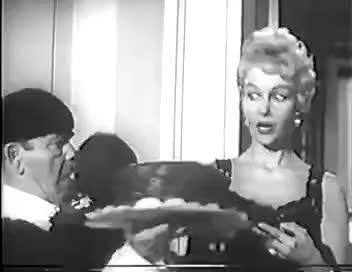 anna mae eat the cake