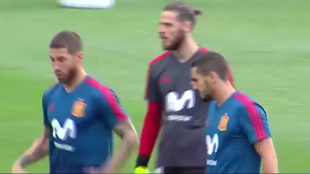 Watch and share El Vacile De Sergio Ramos Y Lucas Vázquez A Nacho Tras Su Penalti A Cristiano Ronaldo GIFs on Gfycat
