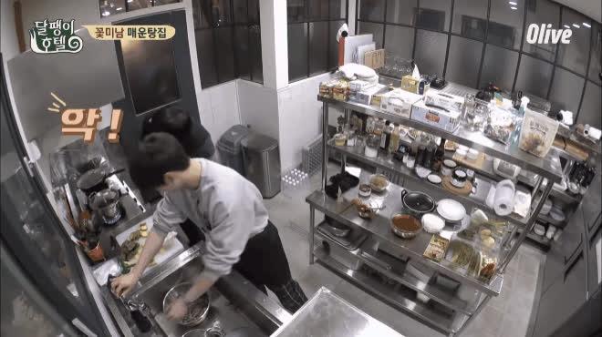 Body hoàn hảo, nấu ăn tuyệt đỉnh: đến con trai cũng phải say đắm nam thần truyện tranh Cha Eun Woo