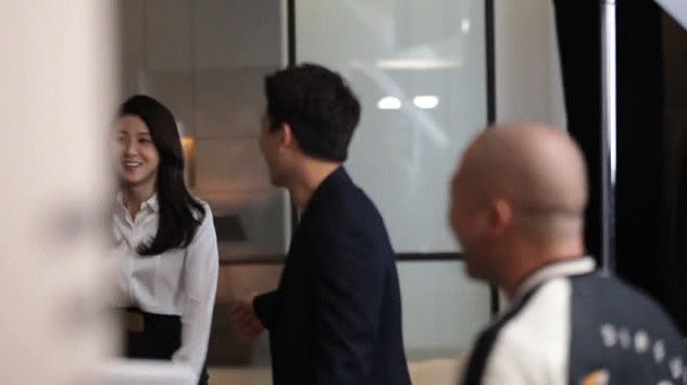 Yêu nhau mười năm, ánh mắt âu yếm Ji Sung dành cho Lee Bo Young vẫn khiến người ta ghen tị thế này