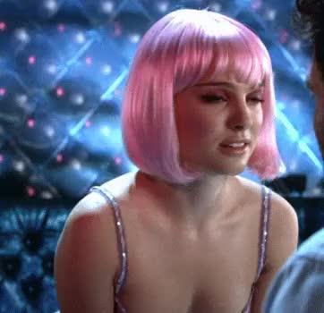 Natalie Portman teasing us as a sexy stripper in Closer (2004)