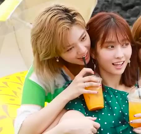 Watch jeong GIF by @mrpark on Gfycat. Discover more Momo, jeongyeon, kpop, twice GIFs on Gfycat