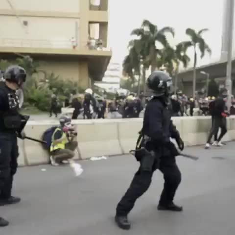 Marcbitar, Police vs hong kong protestors GIFs