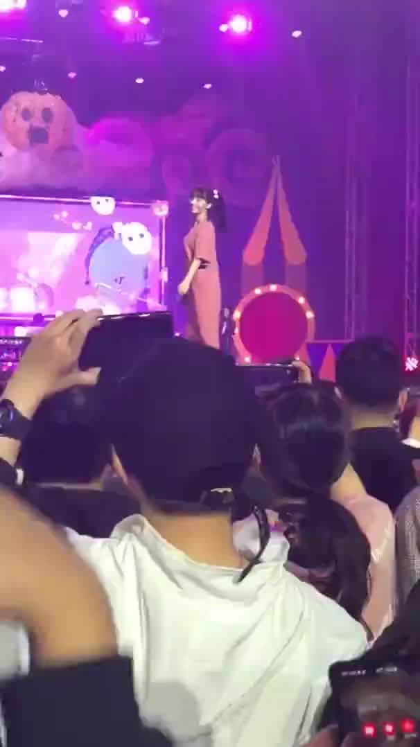 Watch and share ONCE HALLOWEEN MOMO GIFs by Breado on Gfycat