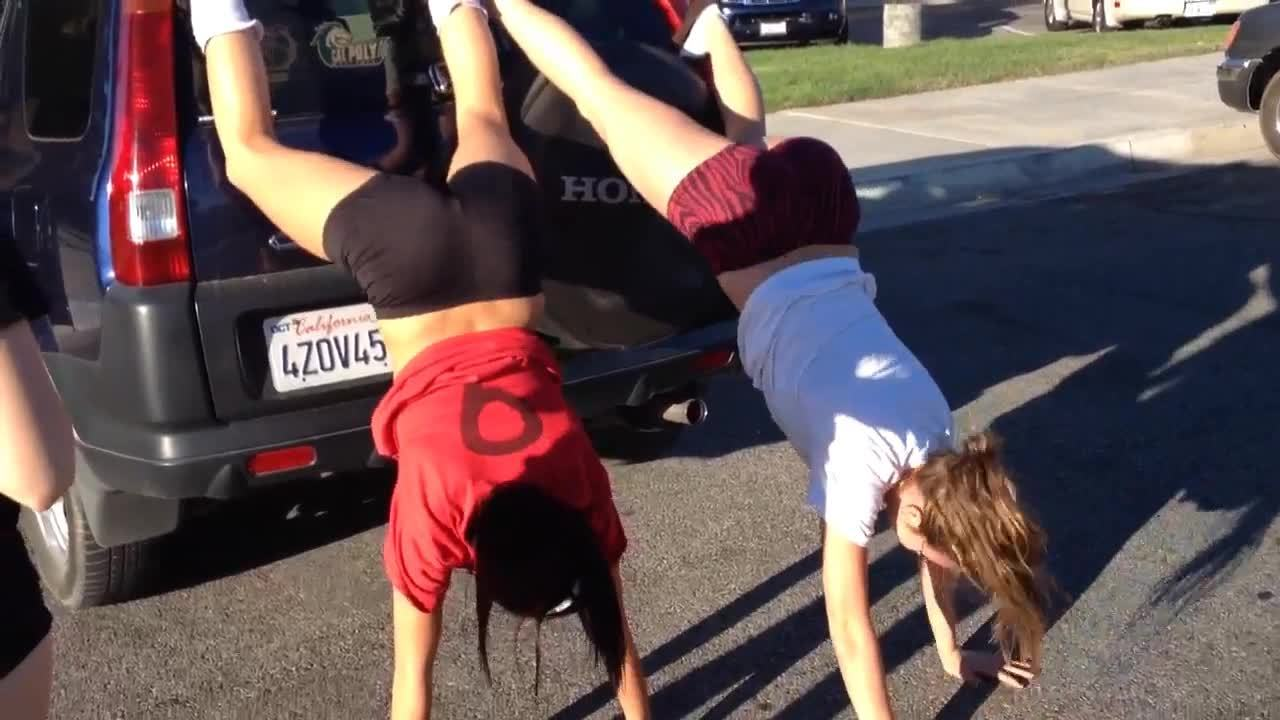 2 girls twerking and dancing camaster 9