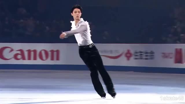 Watch this ice skate GIF by Irina Niculiu (@irinan) on Gfycat. Discover more 1skate48, hanyu yuzuru, ice skate, ice skating, sports, sugar autumn, ゆづ, オリンピック, フィギュアスケート, 羽生結弦 GIFs on Gfycat