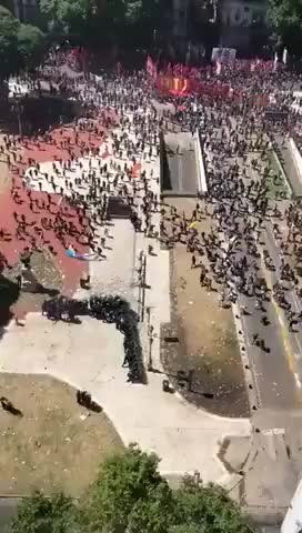 Watch and share 40 Policías Contra 1000 Manifestantes GIFs on Gfycat