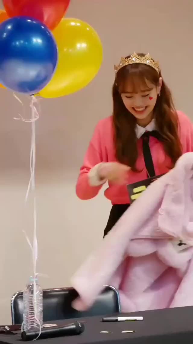 Watch and share Chuu Balloon GIFs by Lemon suckins on Gfycat