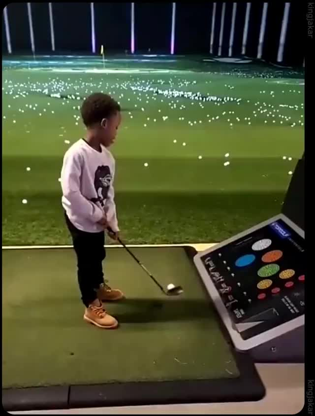 Watch and share Swing GIFs and Golf GIFs by randomrand0m on Gfycat