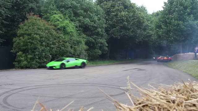 Watch SUPERCARS DO DONUTS! Huracan Performante, New Ford GT GIF by @lp560 on Gfycat. Discover more hypercar, pagani, supercar GIFs on Gfycat