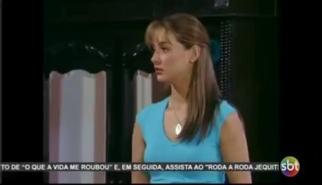 Watch and share No Limite Da Paixão -  Ana Cristina Faz  Vestido Com Uma  Cortina E Se Apresenta Em Jantar Chique. GIFs on Gfycat