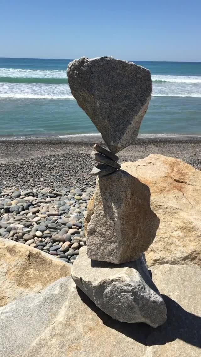 Watch Rock Balancing GIF on Gfycat. Discover more LearnUselessTalents, damnthatsinteresting, woahdude GIFs on Gfycat