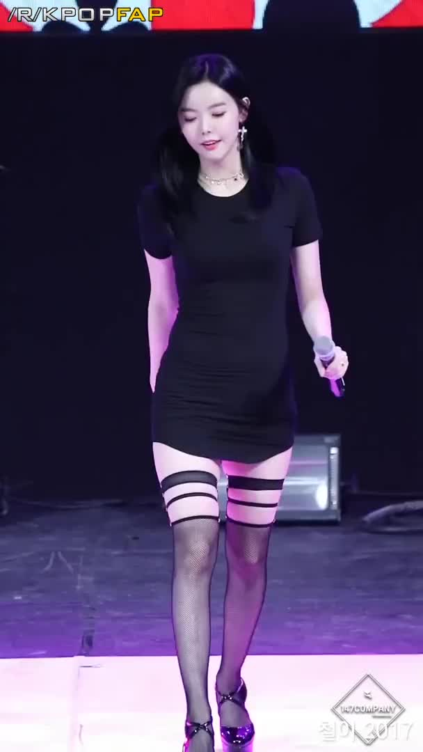 Dal Shabet Serri - Flicking her skirt up & rubbing her crotch shaking her ass dropping like its hot showing the crowd how she wants it