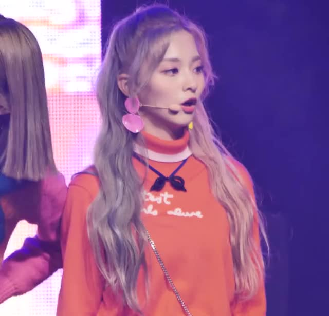Watch and share 181012 Nakyung Fromis (1) GIFs by Mecha熊 ✔️  on Gfycat