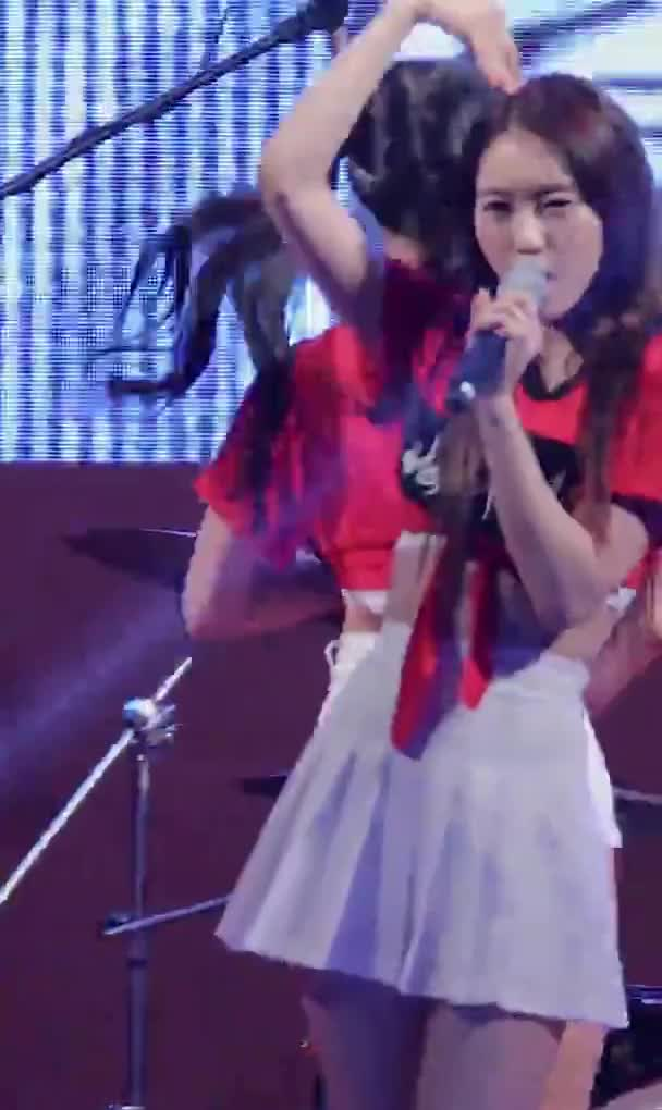 Watch and share Oh My Girl Yooa GIFs by Taelin1738  on Gfycat