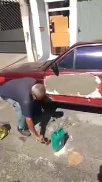 Watch Homem passando cimento no carro • Melhor Funilaria GIF on Gfycat. Discover more related GIFs on Gfycat