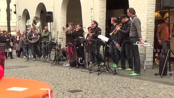 KingsDay KoningsDag 2015 Live Music Band - Chaka Kahn - Ain't Nobody
