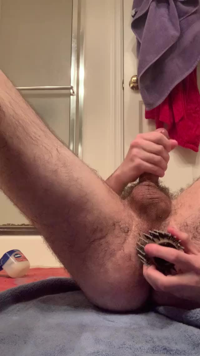 cumming whilst banging myself DMs welcome