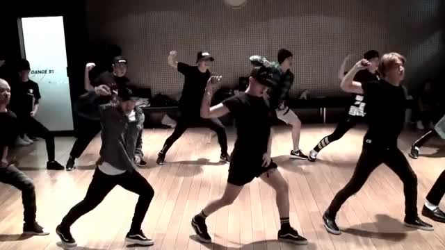 Watch BIGBANG - '뱅뱅뱅(BANG BANG BANG)' DANCE PRACTICE GIF on Gfycat. Discover more BigbangMade, bangbangbang, bigbang, dancing, made, madea, madeseriesa GIFs on Gfycat