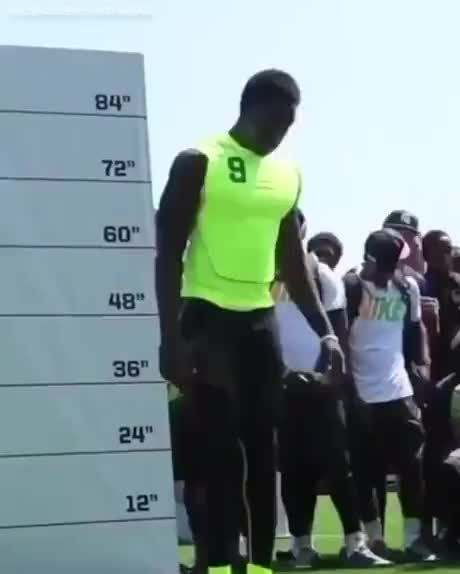 Looks like he pauses in the air