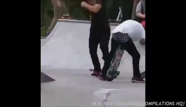BEST SKATEBOARDING FAILS 2017! GIFs