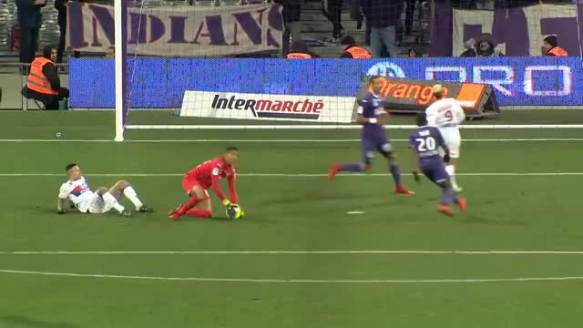 Watch Toulouse FC - Olympique Lyonnais (1-2)  - Résumé - (TFC - OL) / 2017-18 GIF on Gfycat. Discover more related GIFs on Gfycat