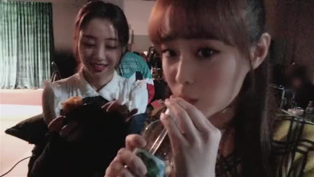 Watch and share Loona GIFs and Chuu GIFs by The Bakery on Gfycat
