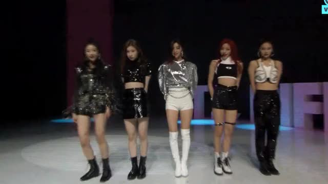 Watch Itzy GIF by Stryfe (@stryfe) on Gfycat. Discover more chaeryeong, itzy, lia, ryujin, yeji, yuna GIFs on Gfycat