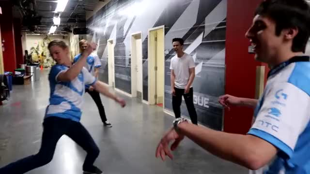 ASKING PROS THEIR FAVORITE POKEMON?! [E-League Vlog #2]