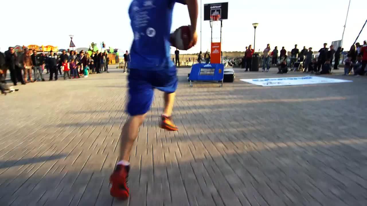 gifs, Back Flip Dunk using a Trampoline (reddit) GIFs