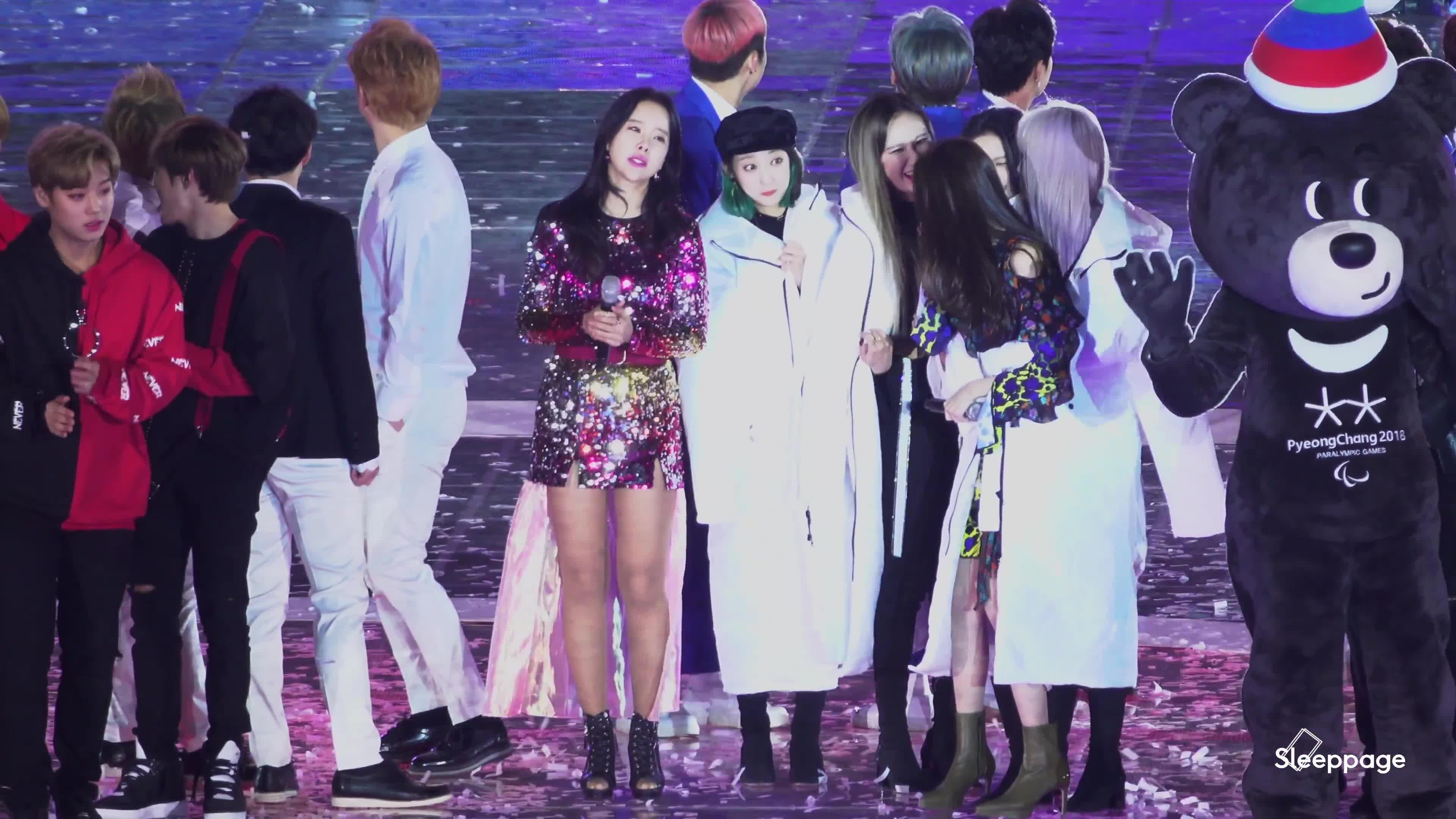 Fan tan chảy trước khoảnh khắc áo khoác chia đôi của 2 nữ thần Hani (EXID) và Sunmi ảnh 7