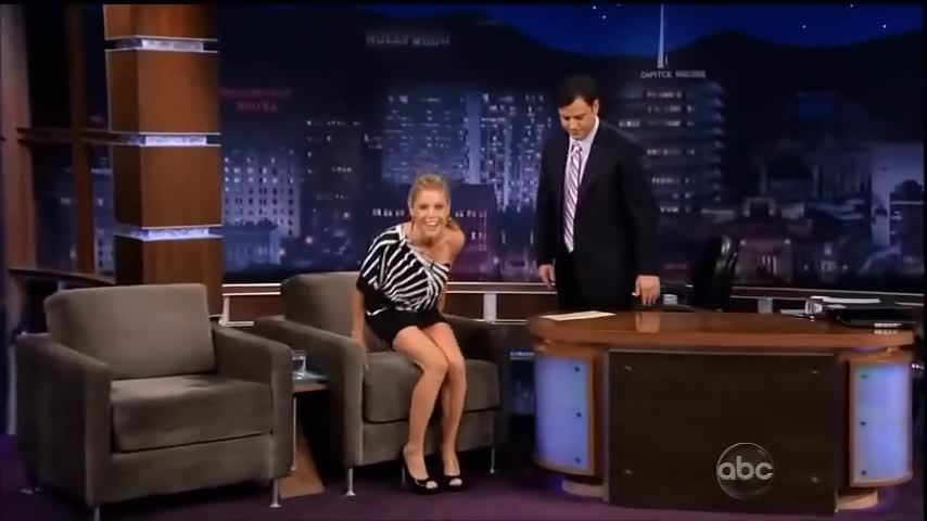 crossedlegs, julie bowen (tv actor), legs, Julie Bowen - Crossing legs GIFs
